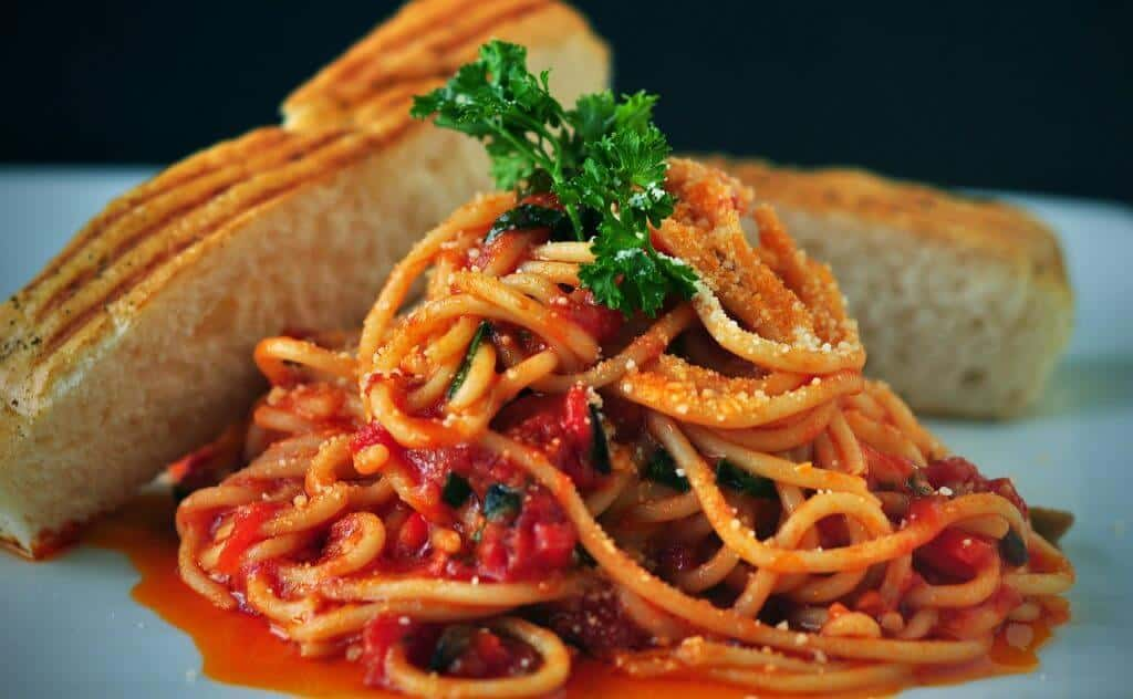 quick and easy dinner ideas, simple dinner ideas, $4 spaghetti makes a great cheap meal idea for weeknight family dinners