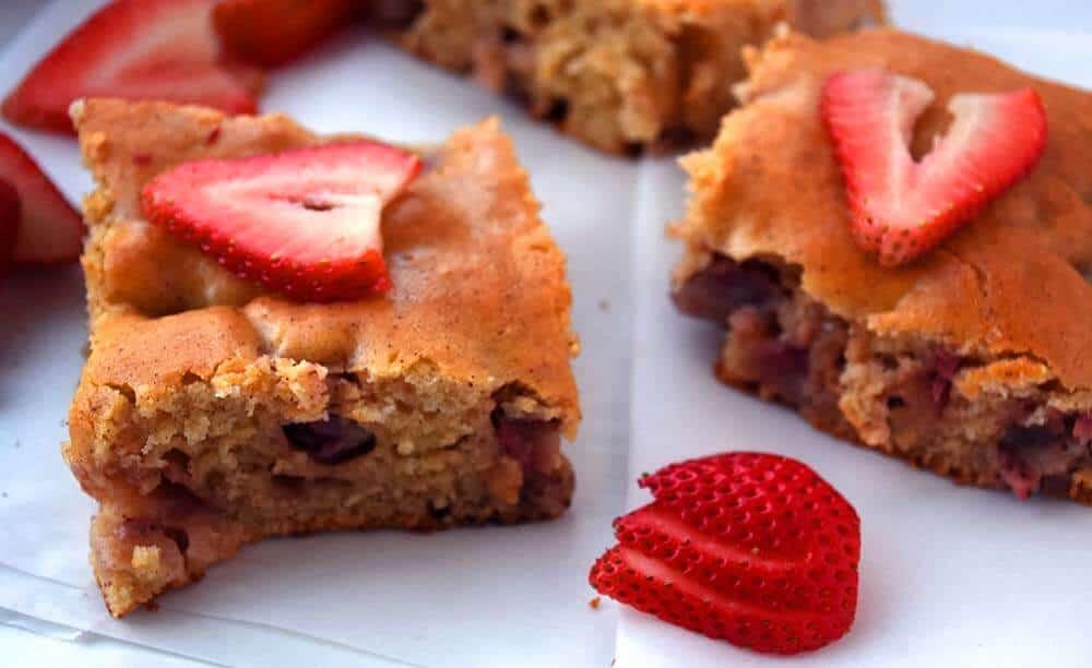 easy strawberry cake, strawberry cake recipe from scratch, strawberry sheet cake