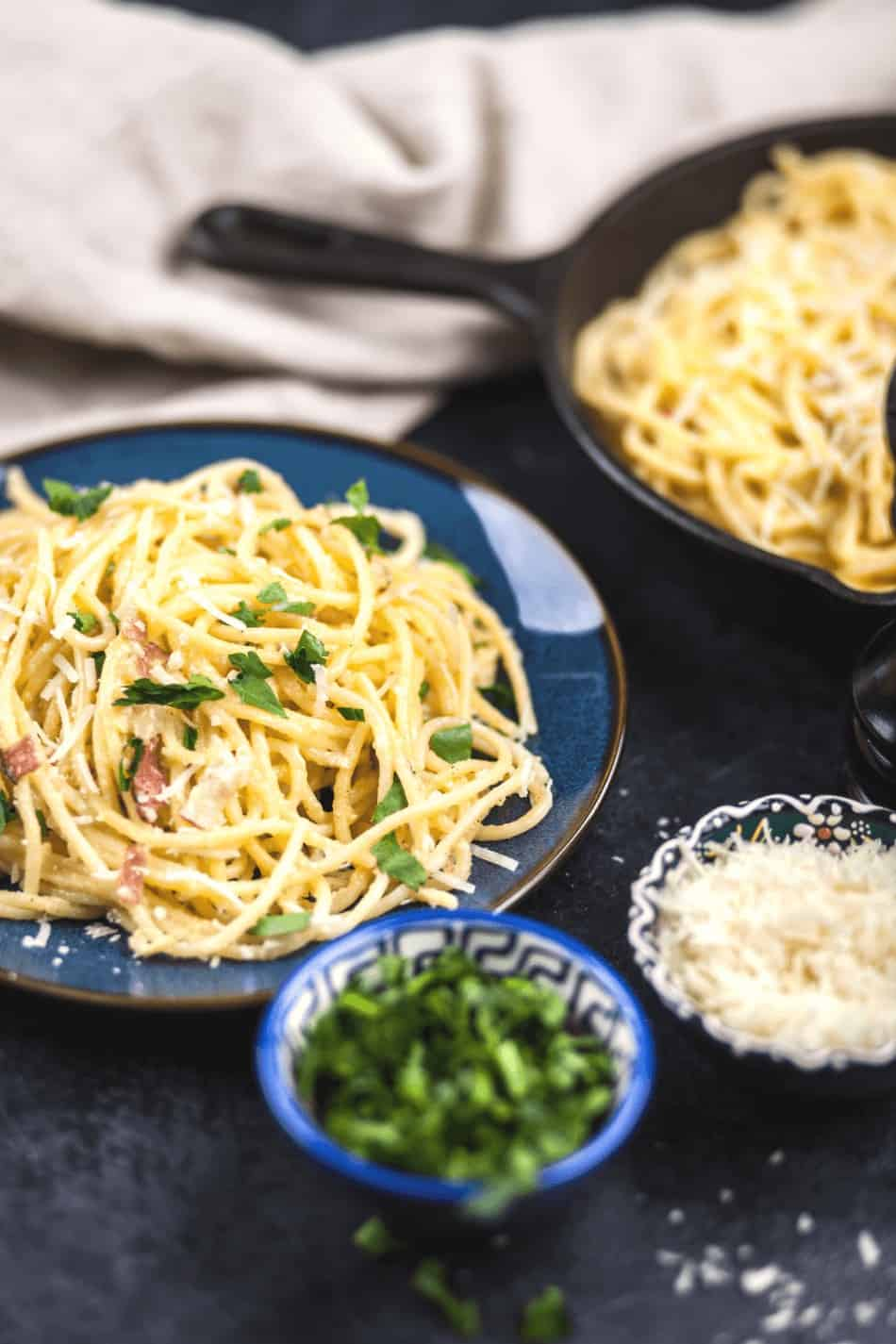 Easy pasta carbonara recipe that makes a great cheap and easy dinner idea