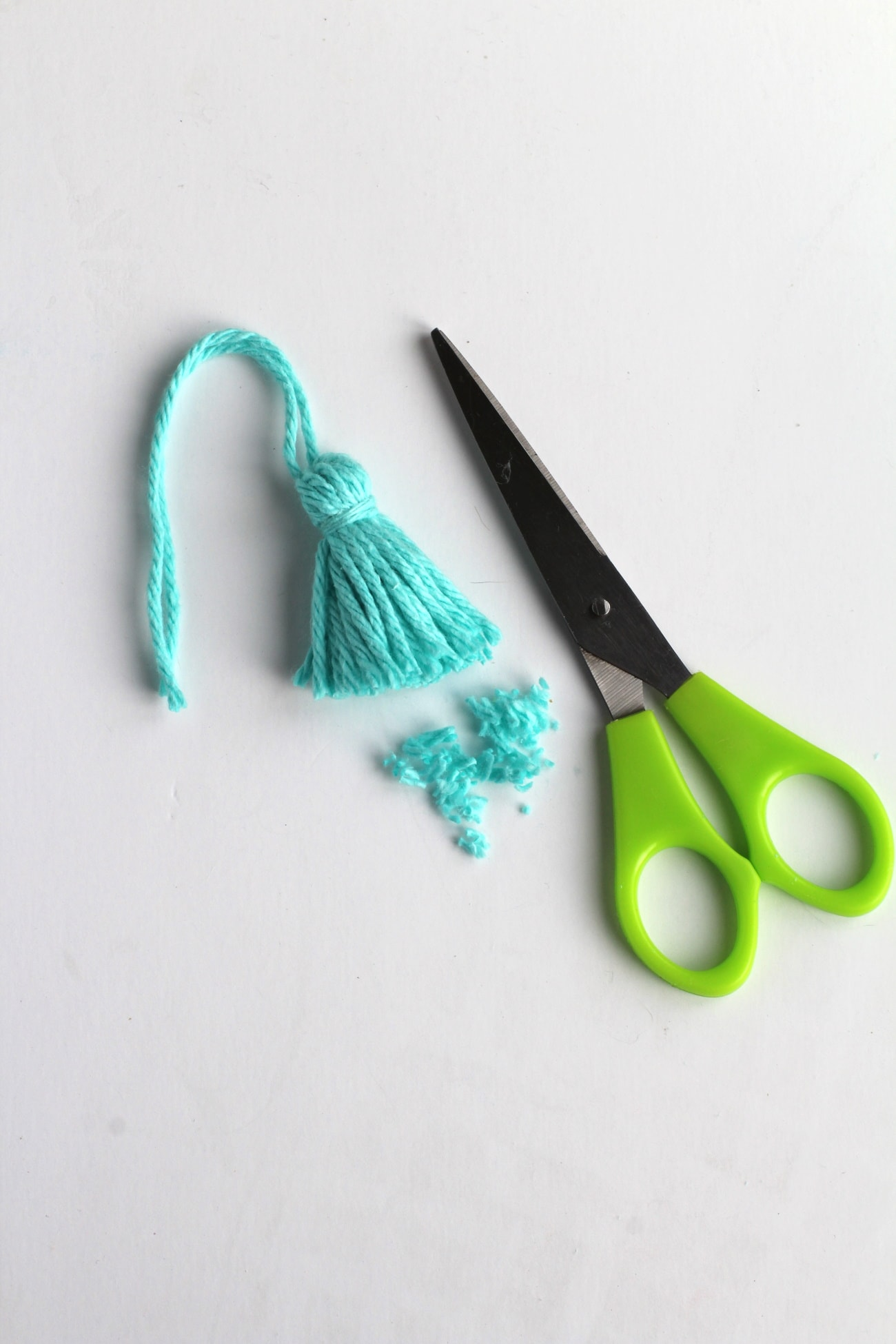 How to make yarn tassels for your macrame hanger