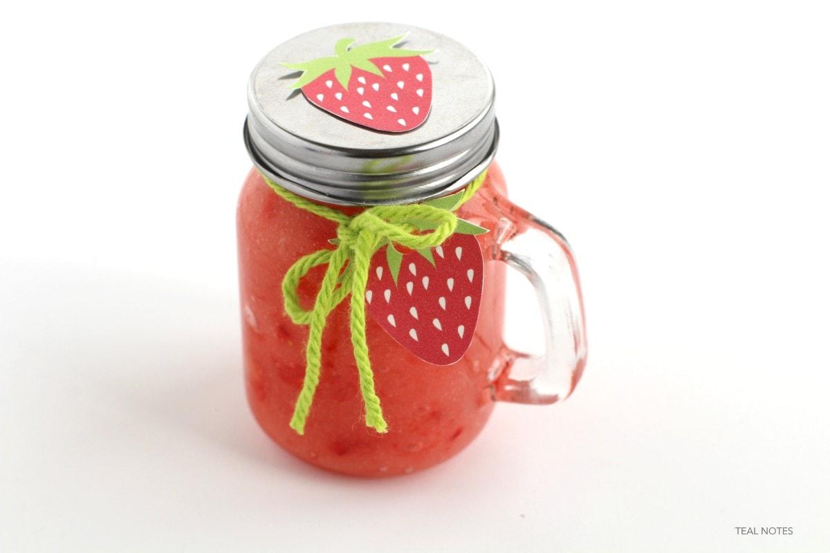 strawberry sugar scrub | DIY strawberry face mask