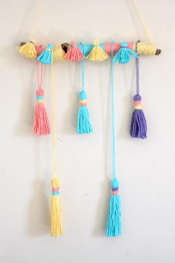 yarn tassel wall hanging diy | how to decorate boring walls